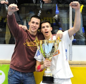 MARTINOVIC Marin & Ivan beim ÖHB-Cupsieg 2015_Foto FIVERS HANDBALL-Lechner