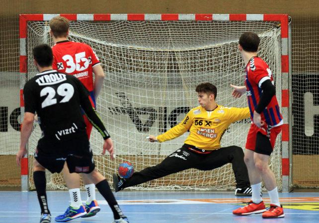 13.12.2016 Handball , Hollgasse , Wien Fivers - Schwaz Kristiamn Pilipovic.  Copyright DIENER / PhilippSchalber