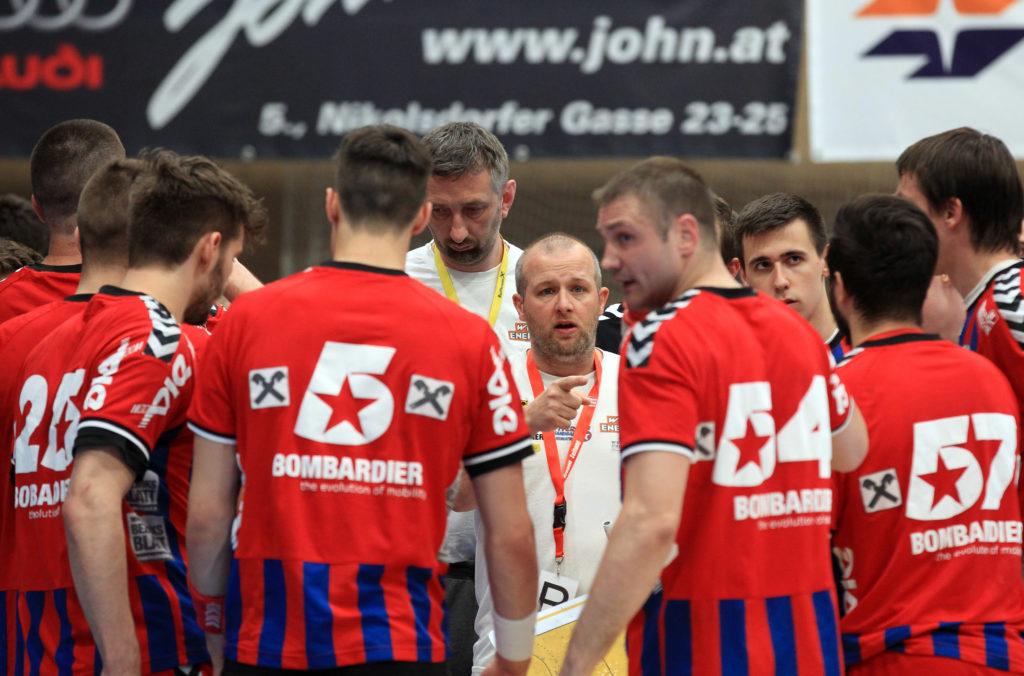 10.05.2017 Handball , Hollgasse , Wien Fivers - Schwaz Peter Eckl , Vytas Ziura. Copyright DIENER / PhilippSchalber