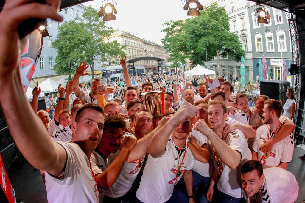 04.06.2018 Handball, HLA, Wien, Siebenbrunnenplatz, Meisterfeier 2018, Fivers, , Copyright DIENER / Philipp Schalber