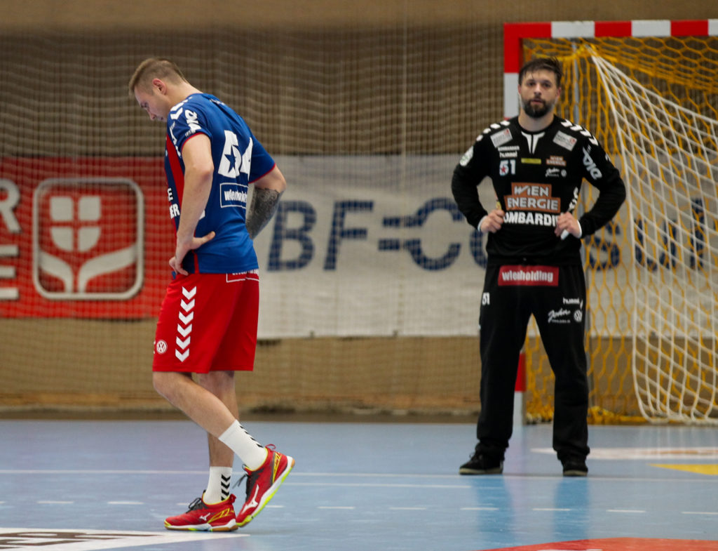 18.12.2018 Handball, HLA, Wien, Hollgasse, Fivers - Krems, Vytas Ziura , Wolfgang Filzwieser , Copyright DIENER / Philipp Schalber